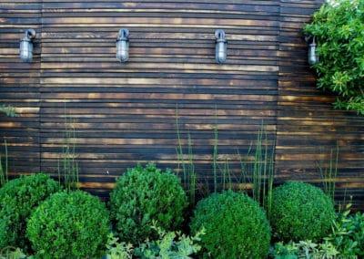 Une terrasse habillée de bois flammé